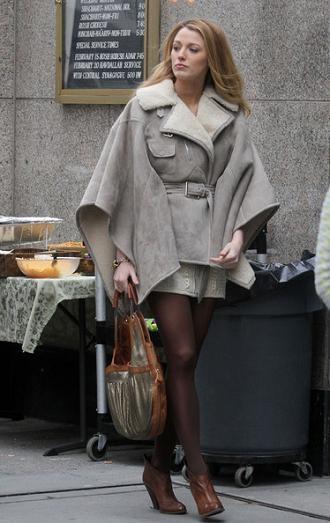 La prenda estrella del invierno que viene se lleva ahora: apúntate a la moda de los abrigos manta