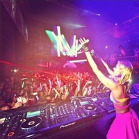 Sí señores, Ibiza ya no puede vivir sin Paris Hilton