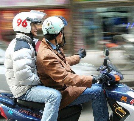En moto siempre guantes