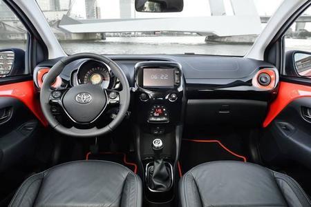 Descubre el nuevo Toyota AYGO: interior y acabados