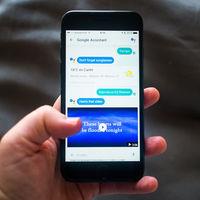 Google Assistant podría llegar pronto al iPhone, pero no depende tanto de Google como de Apple