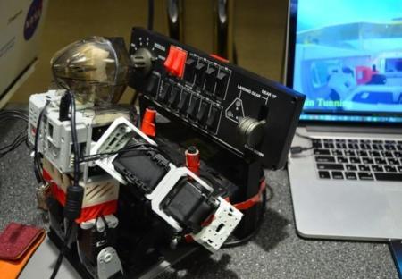 Este robot despega, vuela y aterriza un avión sin problemas ... en un simulador
