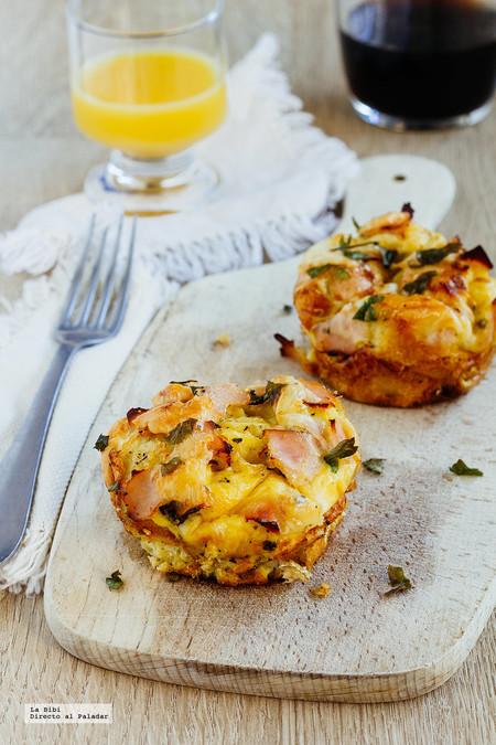 Muffins de huevo con jamón y queso. Receta de desayuno