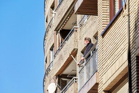 Cuarentena y justicia de balcón: la presión social y policial para cumplir el confinamiento