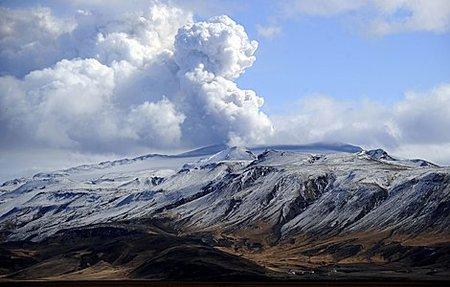 6 científicos españoles se dirigen hacia el volcán islandés