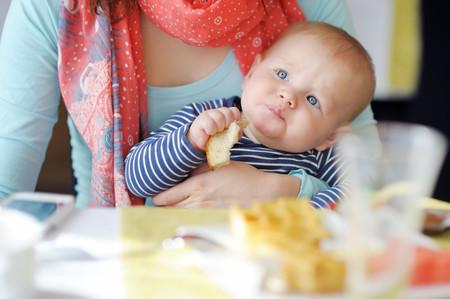 La AEP dice sí (por primera vez) al BLW en sus recomendaciones para la alimentación complementaria