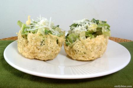 Ensalada en canastitas de queso