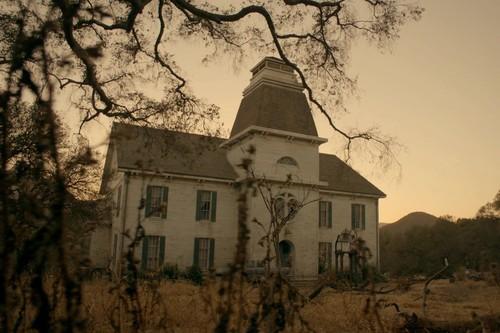 'American Horror Story: Roanoke' acaba con una crítica hacia la obsesión por los realities
