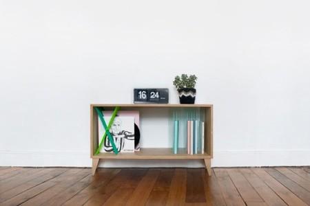 Madera natural y explosión de color en perfecta armonía en los muebles de Elisa Randé