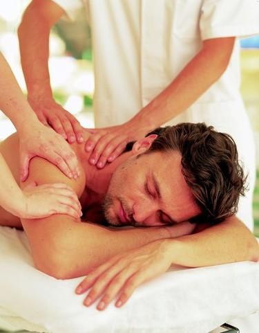 Cuidados corporales masculinos: Shatabhyanga, el masaje sincronizado completo a 4 manos