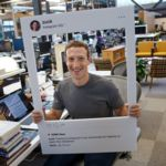 ¿Deberías tapar la cámara y el micrófono de tu portátil?: hasta Zuckerberg lo hace