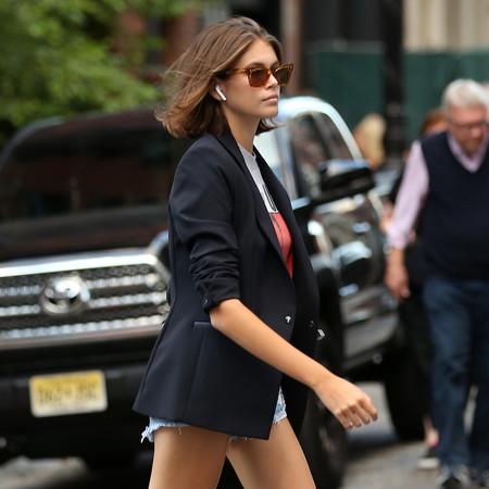 El look de Kaia Gerber es el más estiloso para lucir unos shorts vaqueros en verano