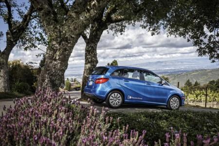 El jefe de Daimler, Dieter Zetsche, apunta que los eléctricos serán competitivos cuando las baterías ronden los 100 euros/kWh