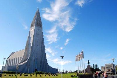Hallgrímskirkja, la catedral con forma de nave espacial en Reikiavik