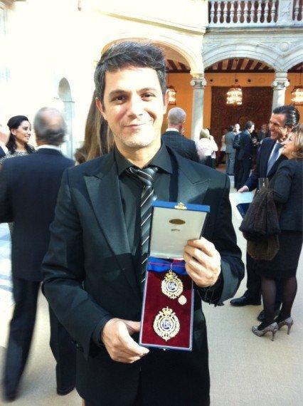 Alejandro Sanz, el <em>men in black</em> más real de toda España