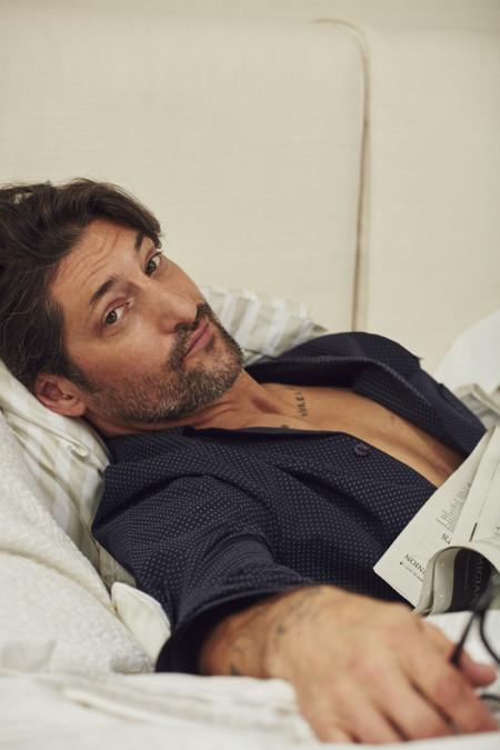 La apuesta de Zara es fuerte: el sex appeal canalla de Tony Ward para presentar una colección de sábanas pero... ¡Nos encanta!