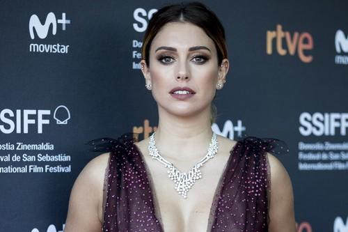 Blanca Suarez se convierte en una bailarina muy sexy en la alfombra roja de San Sebastián