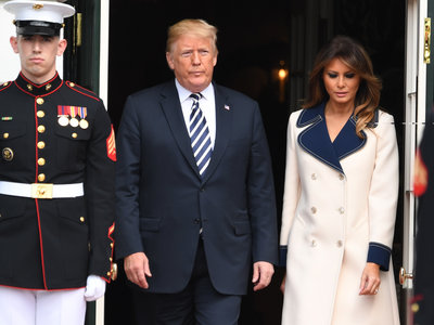 Melania Trump es la reina de los abrigos y con su último modelo de 2.700 euros nos ha enamorado