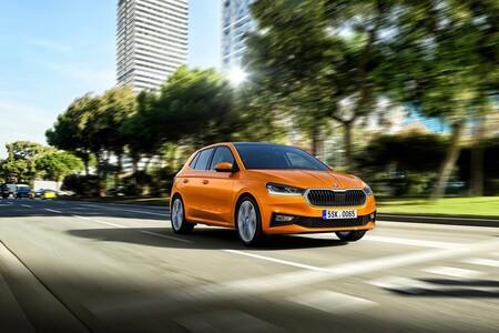 El nuevo Skoda Fabia da un salto cualitativo para pelear entre los coches urbanos con sus primos SEAT Ibiza y Volkswagen Polo