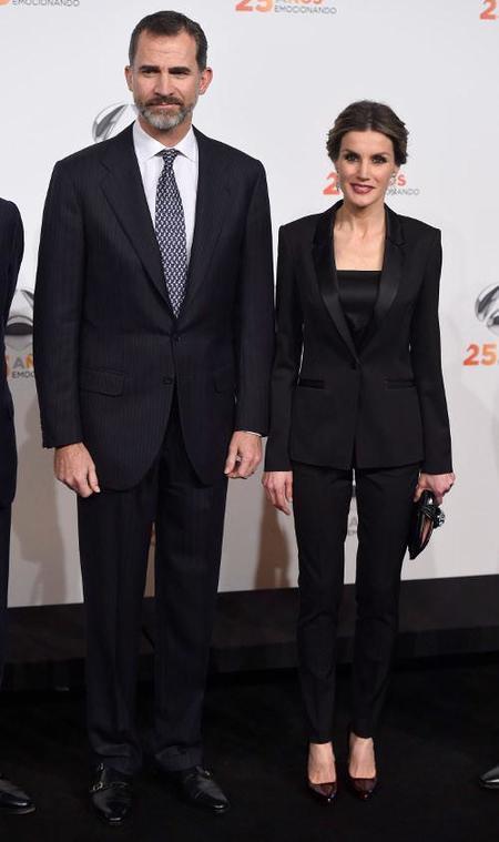 La reina Letizia triunfa con su look en el aniversario de Antena 3