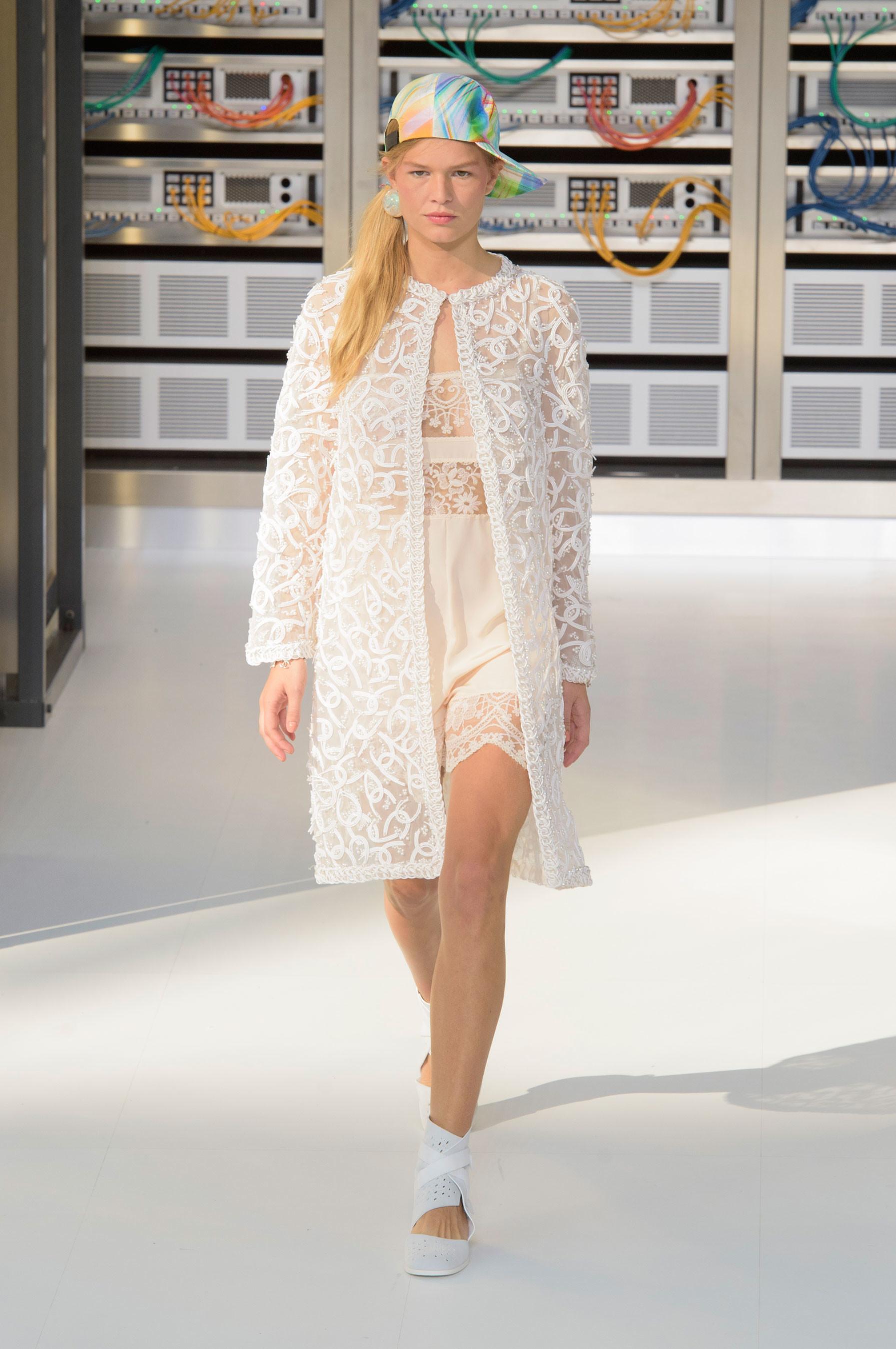 Foto de El regreso al futuro de Chanel en su colección Primavera-Verano 2017 (84/96)
