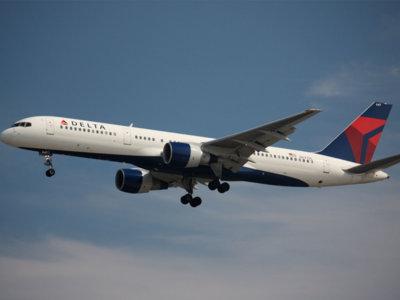 ¿Qué pasa cuando se te cae el sistema y eres una aerolínea? Delta Airlines cancela 300 vuelos