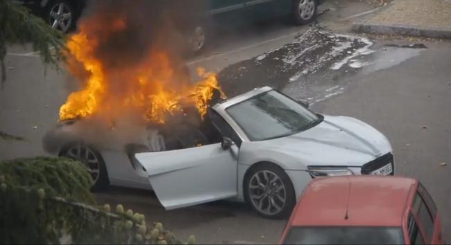 Audi R8 V10 en llamas