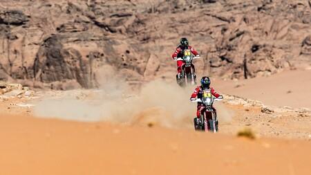 El chileno Nacho Cornejo, líder del Dakar, abandona el rally tras su caída en la etapa 10