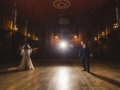Esta pareja demuestra que las bodas son acontecimientos llenos de magia... literalmente
