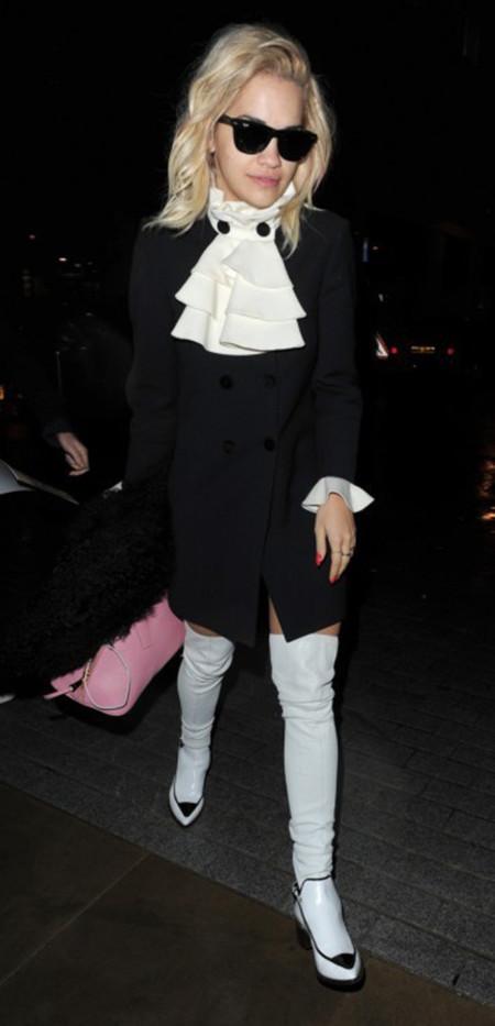 Rita Ora Moschino look calle