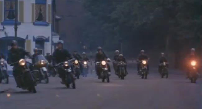 The Dukes en la película I Malamondo de 1965