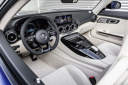 Mercedes AMG GT R Roadster interior