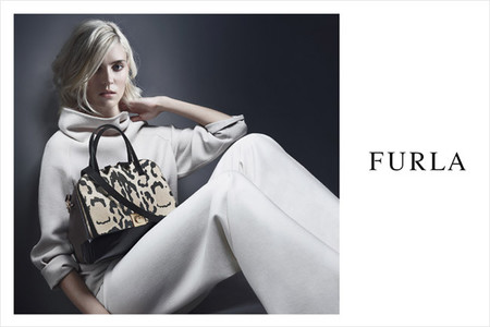 La modelo Alison Nix presenta la nueva campaña de bolsos Furla
