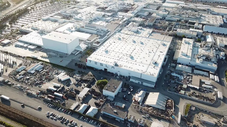 Tesla reinicia la producción de autos aunque lo tenga prohibido, Musk advierte que podría mudar la planta a otro estado