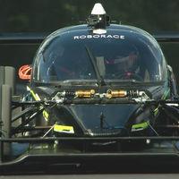 Coche autónomo de carreras vs. piloto profesional: los humanos todavía somos más rápidos