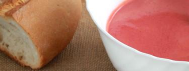 Gazpacho de cerezas con queso y anchoas, la receta refrescante para sorprender