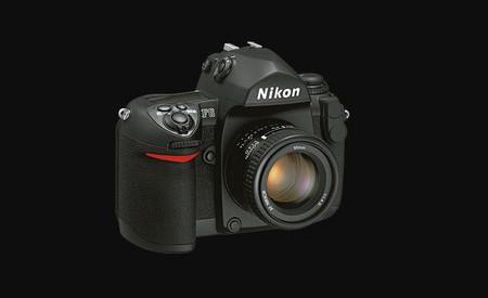 Aunque parezca mentira, Nikon está retirando del mercado algunos modelos de la Nikon F6, su última réflex de película de 35 mm