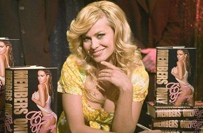 'Vaya par de productoreX', donde Carmen Electra es Candy Orificios
