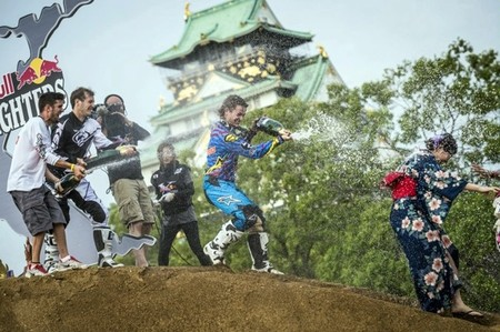 red-bull-x-fighters-osaka-podio