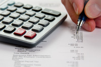 ¿En qué se diferencia el criterio de caja del criterio del devengo en la declaración del IVA?