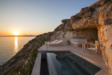 Será maravilloso viajar hasta Mallorca... vacaciones en Cap Rocat (recién remodelado por Antonio Obrador)