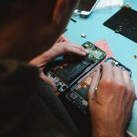 """El """"derecho a reparar"""" se hace ley en Europa: todos los dispositivos tendrán una etiqueta que muestre qué tan fáciles son de reparar"""