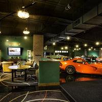 Si te sobran 279 MDD... te puedes hacer de este 'resort' con museo de autos incluido