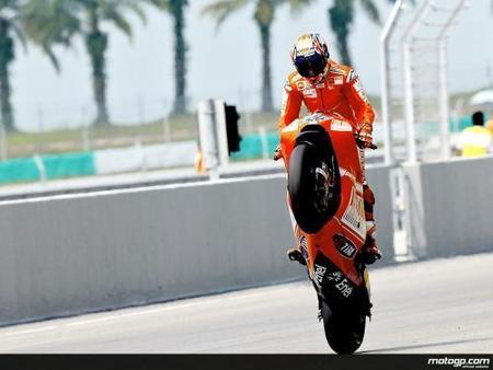 Valentino Rossi Campeón del Mundo de MotoGP 2009 y Casey Stoner arrasa en una difícil carrera bajo lluvia