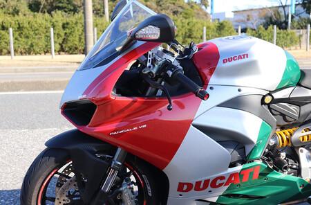 Ducati Panigale V2 Tricolore 2021 2