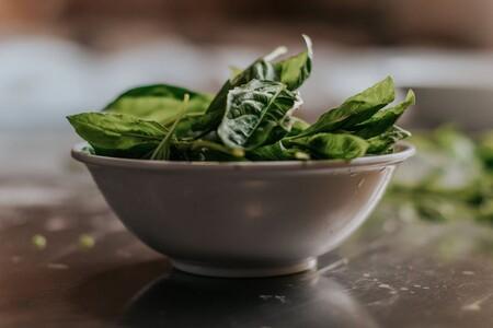 Comer diariamente un bowl de vegetales de hojas verdes es la mejor manera de potenciar tus músculos