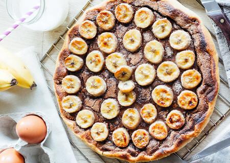 Siete recetas de tartas de plátano para aprovechar esa fruta madura que tenemos en casa