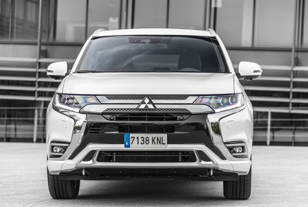 Mitsubishi Outlander PHEV 2019 frontal