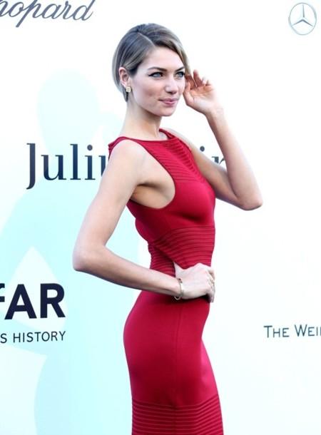 Jessica Hart, una it-girl explosiva y con una sonrisa única