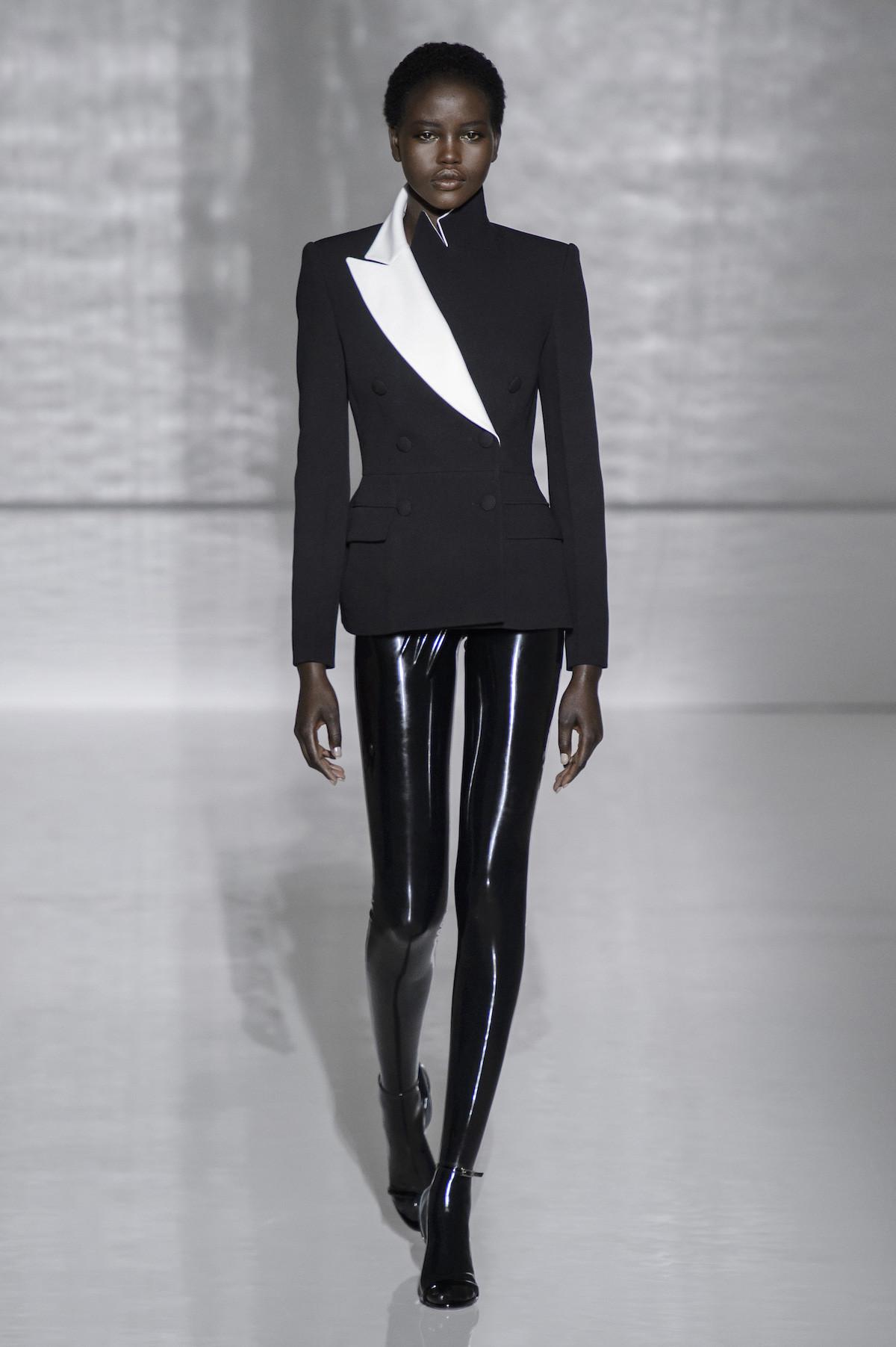 Foto de Givenchy Alta Costura Primavera Verano 2019 (1/43)